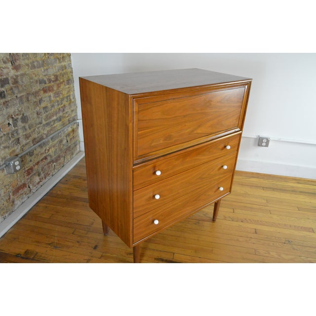 1960s Drexel Declaration Walnut Mid Century Modern Gentleman's Chest For Sale - Image 5 of 9