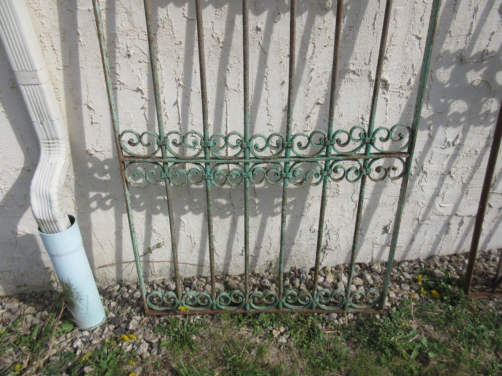 Antique Victorian Verdigris Iron Gate Or Garden Fence For Sale   Image 4 Of  7