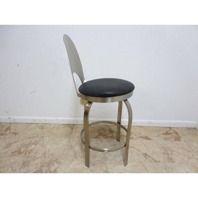 Great shape, tight and sturdy..Lite wear....Measurements ( l x w x h) 16.25 X 17 x 39.25. Seat height 25.25..See more...