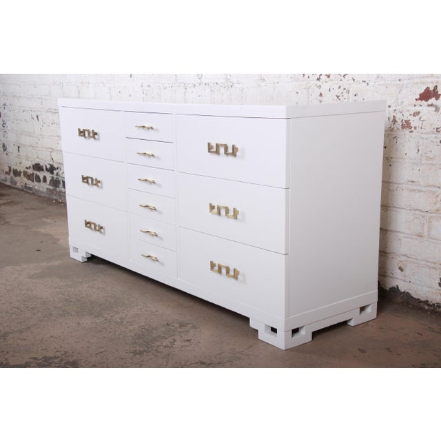 Mid-Century Modern Hollywood Regency Chinoiserie White Lacquered Twelve-Drawer Dresser or Credenza, Newly Restored For Sale - Image 13 of 13