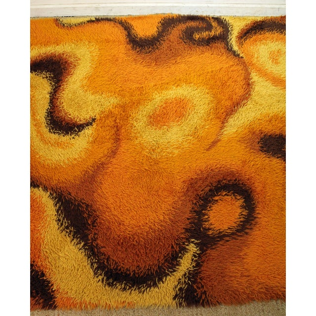 Mid-Century Modern Orange Shag Rug For Sale - Image 4 of 6