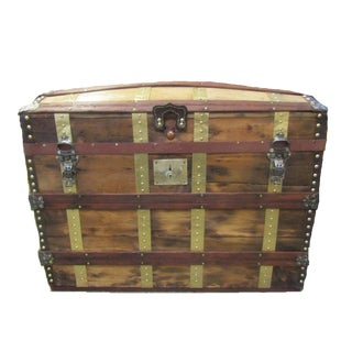 19th Century Traditional Saratoga Barrel Top Trunk For Sale