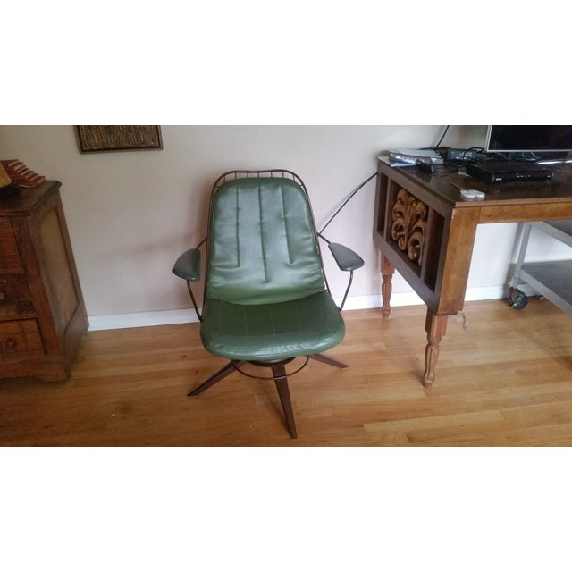 Vintage Olive Green Homecrest Wire Swivel Chair - Image 2 of 6