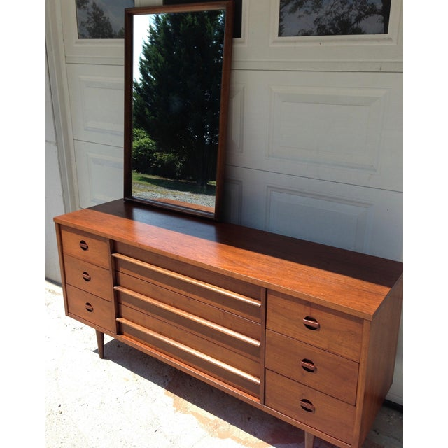 Bassett Mid-Century Dresser with Mirror - Image 5 of 10