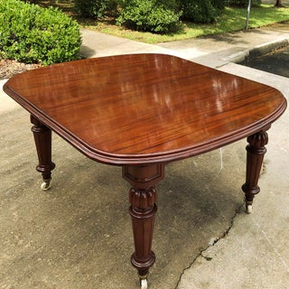 19th Century Mahogany Banquet Table With 5 Leaves Preview