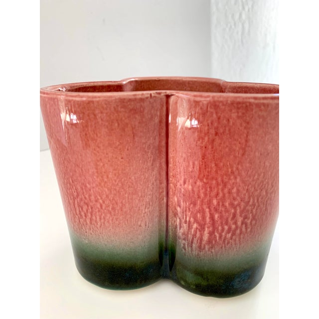 1950s Vintage Hull Pottery Trefoil Cachepot in Raspberry Green Ombre For Sale - Image 9 of 12