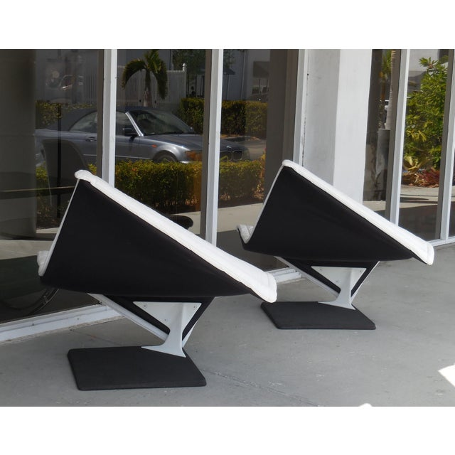 Hollywood Regency Flying Carpet White Leather Chairs by Simon Desanta for Rosenthal For Sale - Image 3 of 9
