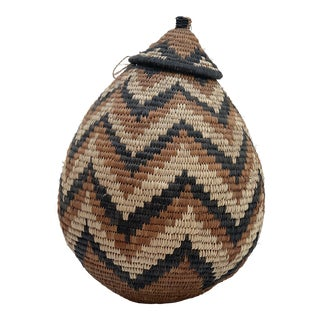 Traditional Zulu Hand-Woven Ukhamba Basket With Lid For Sale