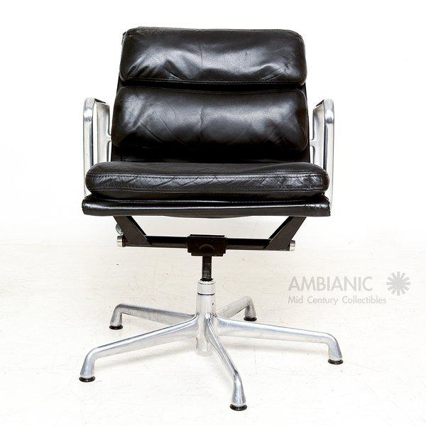 Aluminum Vintage Herman Miller Eames Soft Pad Aluminum Group Chair For Sale - Image 7 of 9