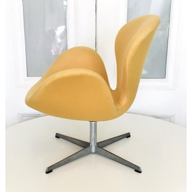 Mid-Century Modern Early Arne Jacobsen for Fritz Hansen Swan Lounge Chair For Sale - Image 3 of 9