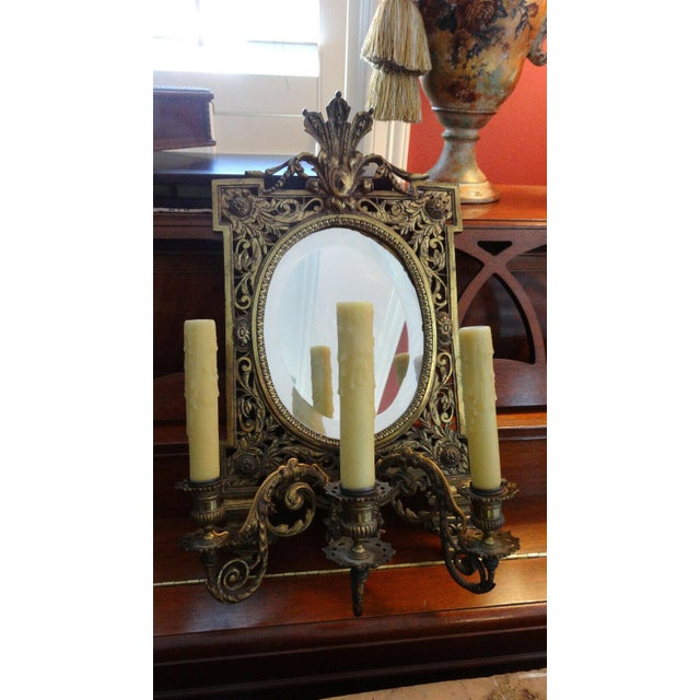1920s Antique French Brass Wall Sconce Light Fixture Beveled Oval Mirror Art Nouveau For Sale - Image 5 of 12