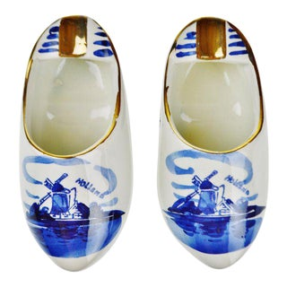 Delfts Blauw Holland Porcelain Hand Painted Shoe Ashtrays - A Pair For Sale