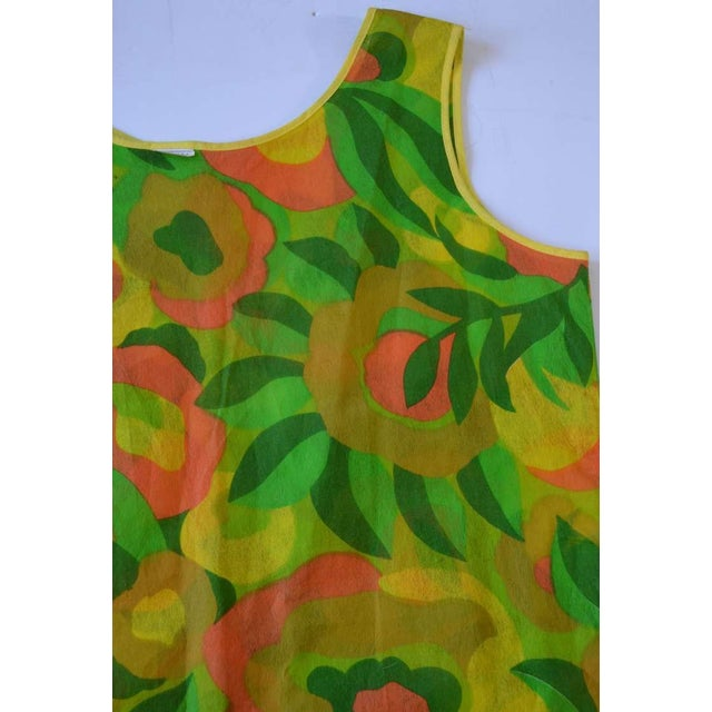 1960s Floral Print Paper Dress For Sale - Image 4 of 6