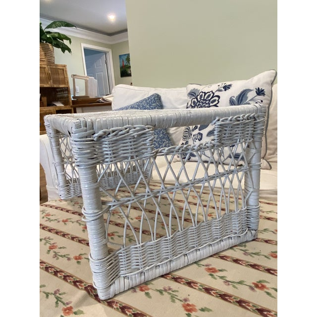 1970s Palm Beach Boho Chic White Wicker Breakfast in Bed Serving Tray For Sale - Image 4 of 7