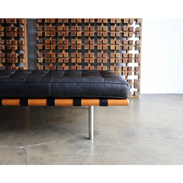 Knoll Mies Van Der Rohe Leather & Walnut Daybed for Knoll, 1983 For Sale - Image 4 of 11