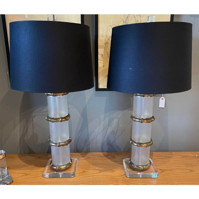 Metal 1970s Chinoiserie Lucite and Brass Lamp - Pair For Sale - Image 7 of 7