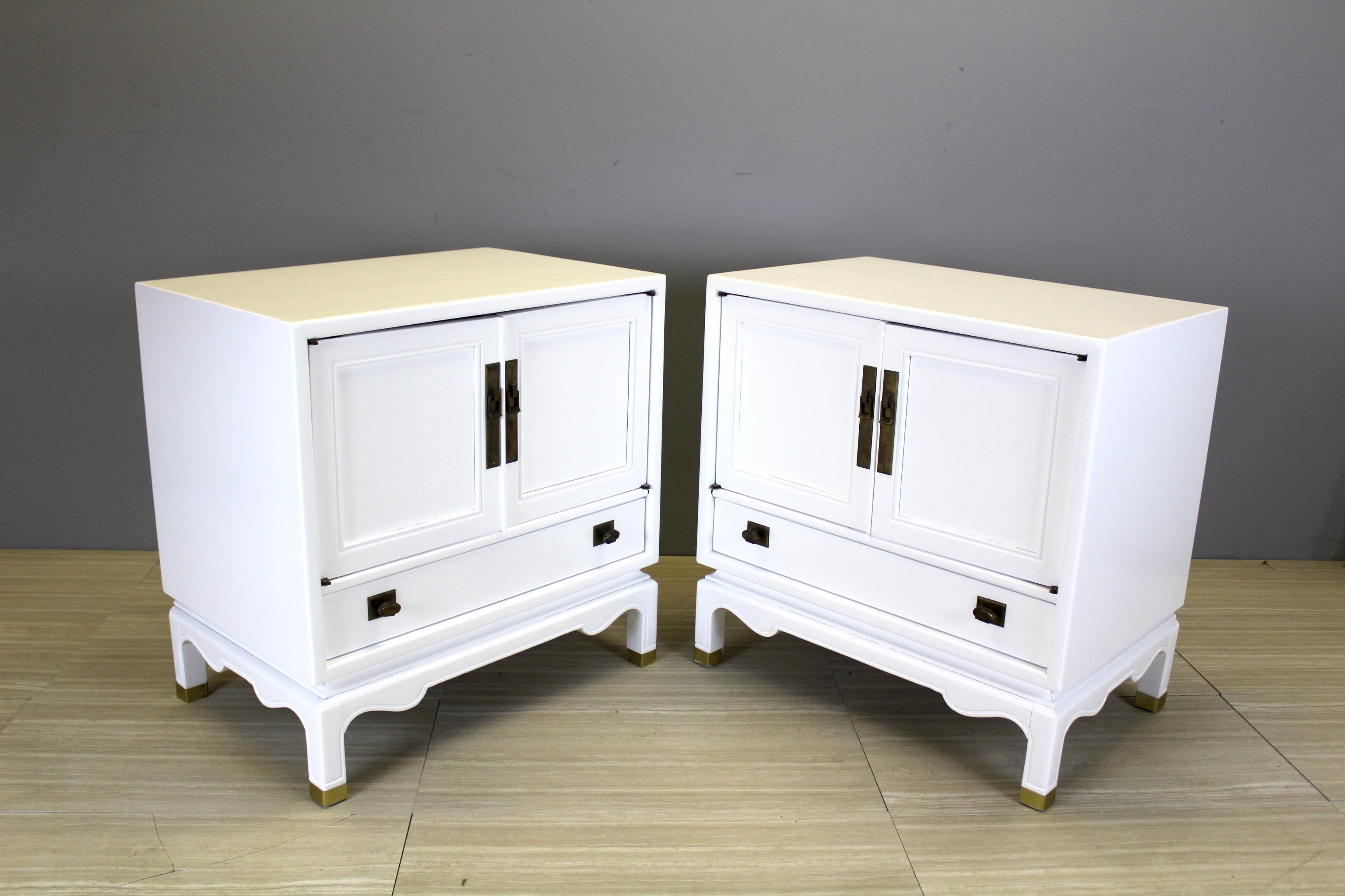 Charmant Mid Century Modern White Lacquered Nightstands   A Pair For Sale   Image 10  Of