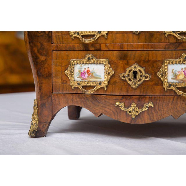 Gold 19th Century French Walnut Specimen Louis XV Style Commode For Sale - Image 8 of 9