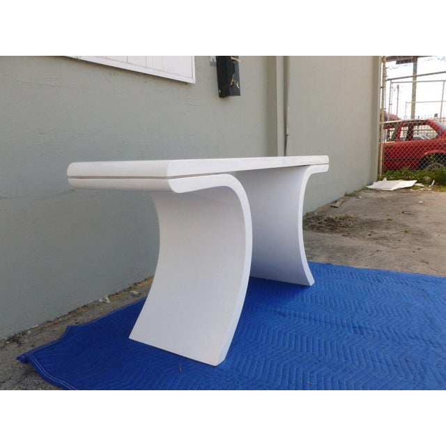 1970's Mid-Century Modern White Lacquer Console Table For Sale In Miami - Image 6 of 7