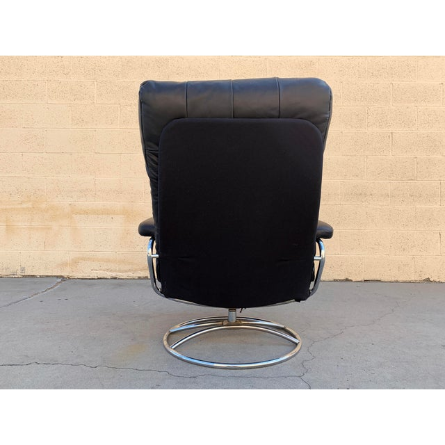 """Black Scandinavian Modern Ekornes """"Stressless"""" Lounge Chair With New Leather Seat For Sale - Image 8 of 9"""