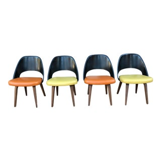 1960s Mid-Century Modern Eero Saarinen for Knoll Executive Fiberglass Chairs - Set of 4 For Sale