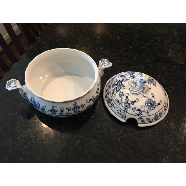 1920s Chinoiserie Bohemia D Zwiebelmuster Covered Tureen For Sale In Chicago - Image 6 of 12