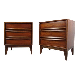 Vintage American Modern Curved Front Nightstands - a Pair For Sale