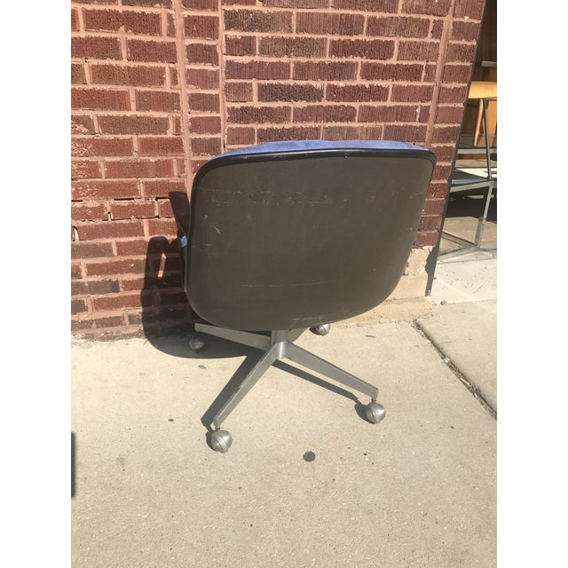1960s Vintage Mid Century Modern Steelcase Swivel Office Chair o For Sale - Image 5 of 7