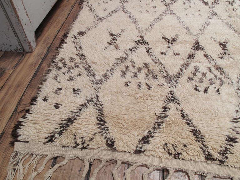 incredible beni ouarain moroccan berber rug | decaso Berber Rug