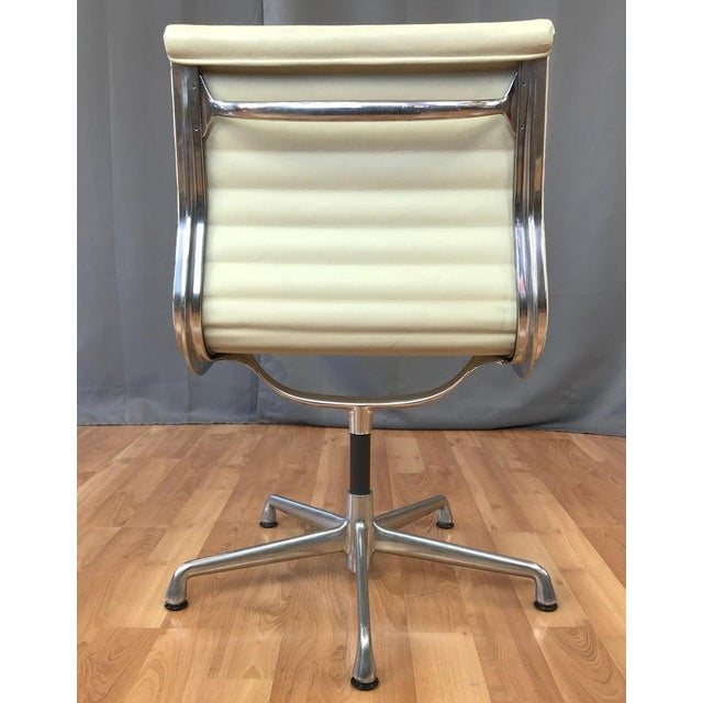 Mid-Century Modern Eames Aluminum Group Side Chair for Herman Miller For Sale - Image 3 of 13