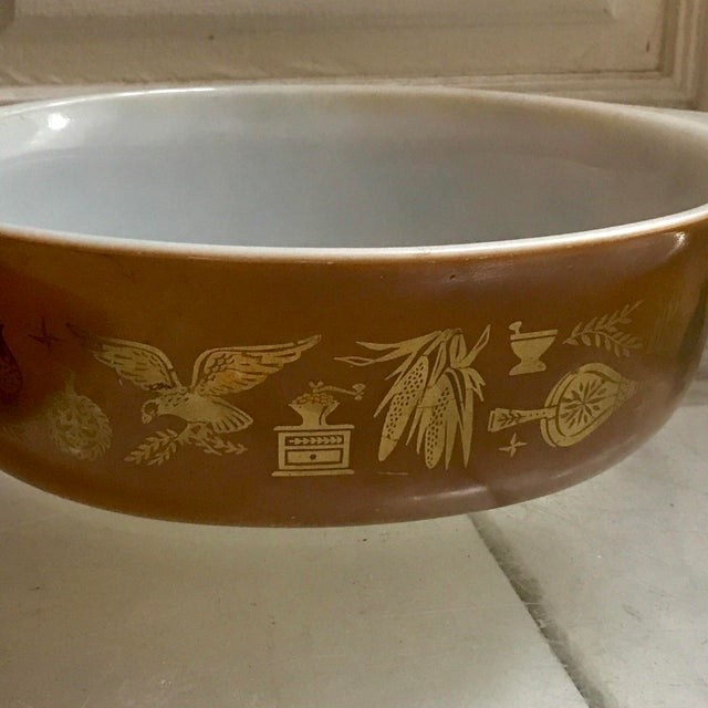 Americana Vintage Pyrex Serving Dish in Federal Eagle Pattern For Sale - Image 3 of 6