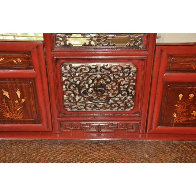 Antique Qing Dynasty Gilt Decorated Red Lacquered Opium Bed With Inlaid Panels For Sale In San Francisco - Image 6 of 11