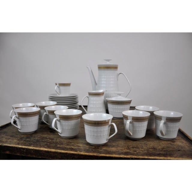 Winterling Marktleuthen Bavaria Mid-Century Modern Embossed Diamonds Coffee Pot Porcelain 23 Pieces Set For Sale In New York - Image 6 of 10