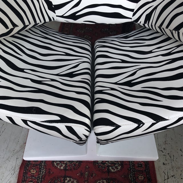 Abstract 1980s Vintage Zebra Design Pierre Paulin Chair** For Sale - Image 3 of 8