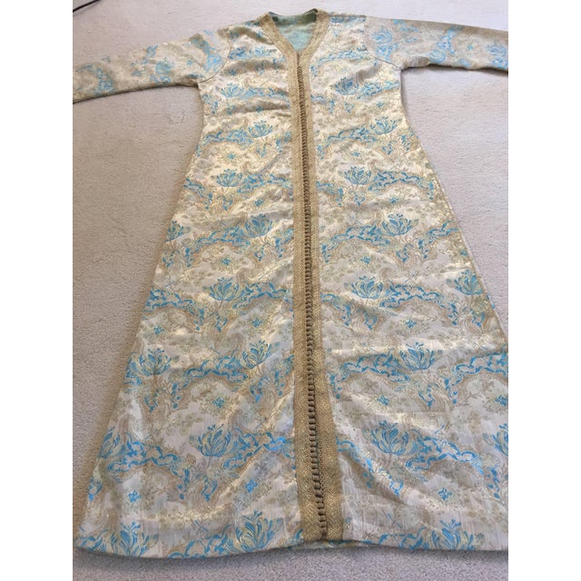 Metal Moroccan Turquoise and Gold Brocade Kaftan Size Medium For Sale - Image 7 of 9
