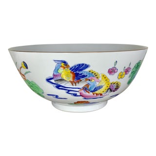 Large Vintage Chinoiserie Bowl With Hand Painted Bird Decoration and Gilt Edge For Sale