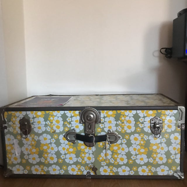 1960's Floral Locking Trunk - Image 2 of 3