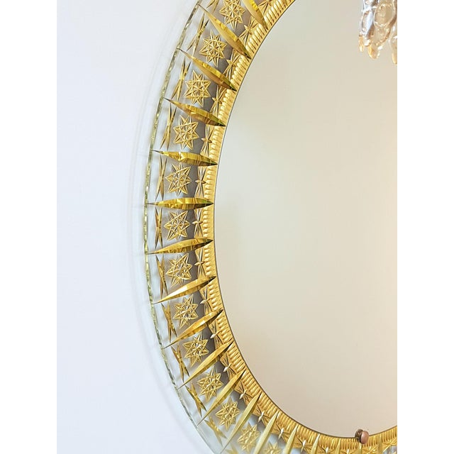 Hollywood Regency Cristal Arte Round Mid Century Modern Mirror, Glass Gold Carved Frame For Sale - Image 3 of 6