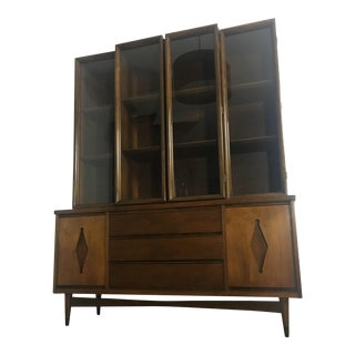Bassett Furniture Industries Inc. Mid Century Modern China Cabinet For Sale