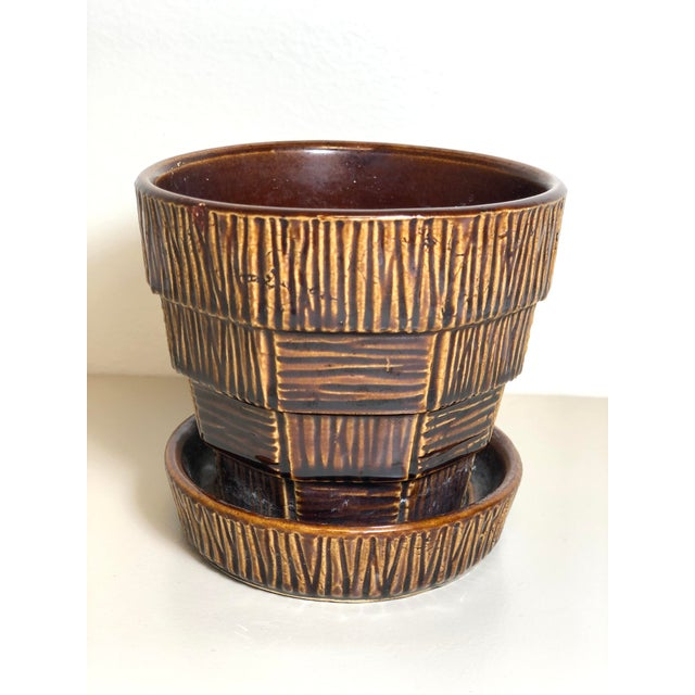 """McCoy Pottery 1940s – 1960s Small """"Brown"""" Mid-Century Flower Pot and Saucer Small For Sale In Los Angeles - Image 6 of 6"""