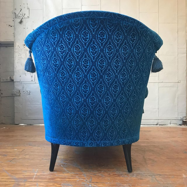 19th Century Vintage Royal Blue Velvet Chaise For Sale In New York - Image 6 of 12