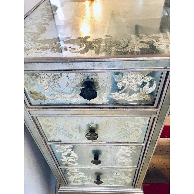 Art Deco Era Mirrored Reversed Paint Decorated Églomisé Desk or Vanity For Sale In New York - Image 6 of 13