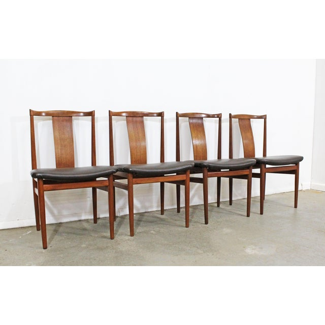What a find. Offered is a Danish Modern set of 4 teak dining chairs. This set includes 4 side chairs that are made teak...