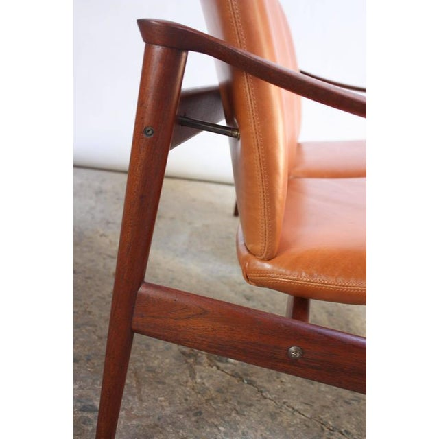 Fredrik Kayser Loveseat in Leather and Teak - Image 8 of 11