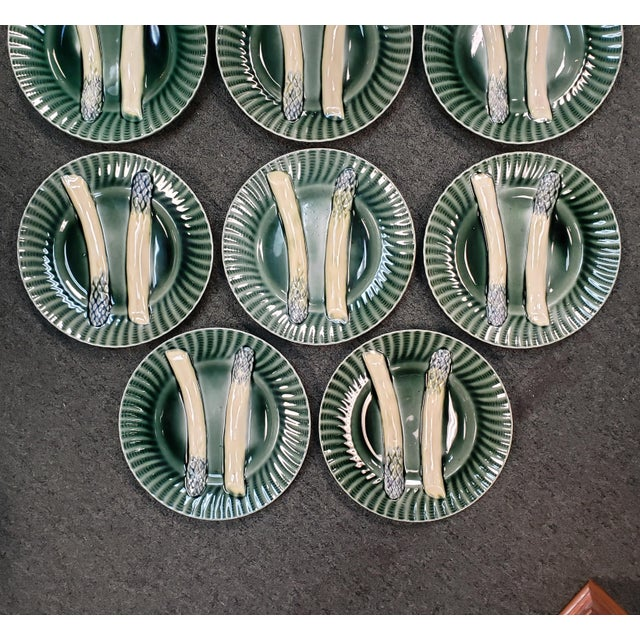 French C. 1890 French Creil Et Montereau Barbotine Majolica Porcelain Fluted Asparagus Plates - Set of 10 For Sale - Image 3 of 7
