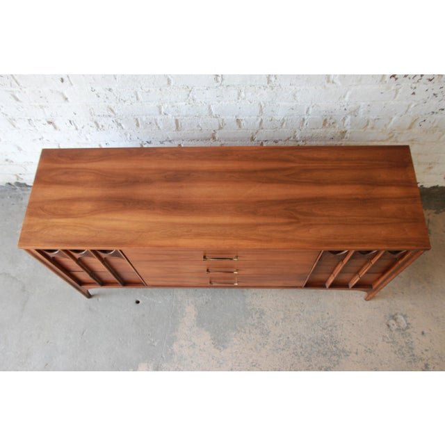 Kent Coffey Perspecta Sculpted Walnut and Rosewood Triple Dresser or Credenza For Sale In South Bend - Image 6 of 11