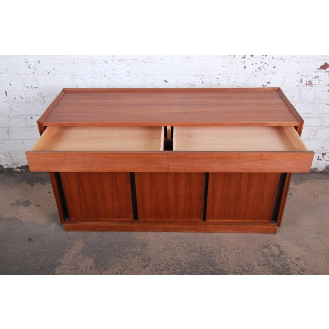 Merton Gershun for Dillingham Mid-Century Modern Walnut Sideboard Credenza For Sale In South Bend - Image 6 of 11