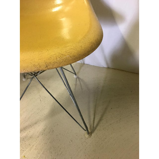 1960s Set of Four Herman Miller Eiffel Base Fiberglass Shell Chairs For Sale - Image 5 of 8