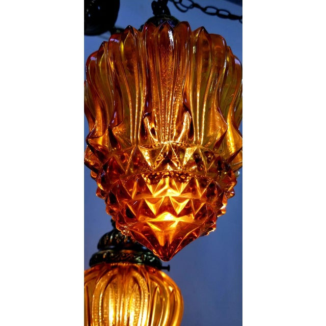 1960s Mid-Century Modern Hollywood Regency Amber Swag 5 Crackle Globe Brass Hanging Lamp For Sale - Image 9 of 13