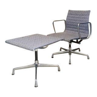 1960s Minimalist Herman Miller Eames Aluminum Group Lounge Chair and Ottoman - 2 Pieces For Sale